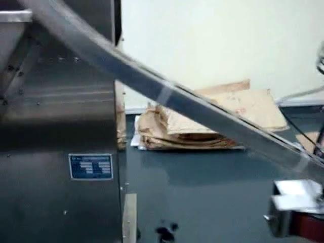 آلة تعبئة أوتوماتيكية لزيت التشحيم